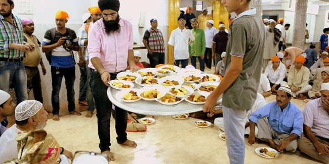 India Tv - Iftar party at the Lucknow gurudwara