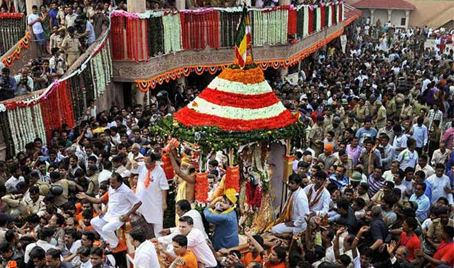 Devotees throng Puri in lakhs as 'Ratha Yatra' begins