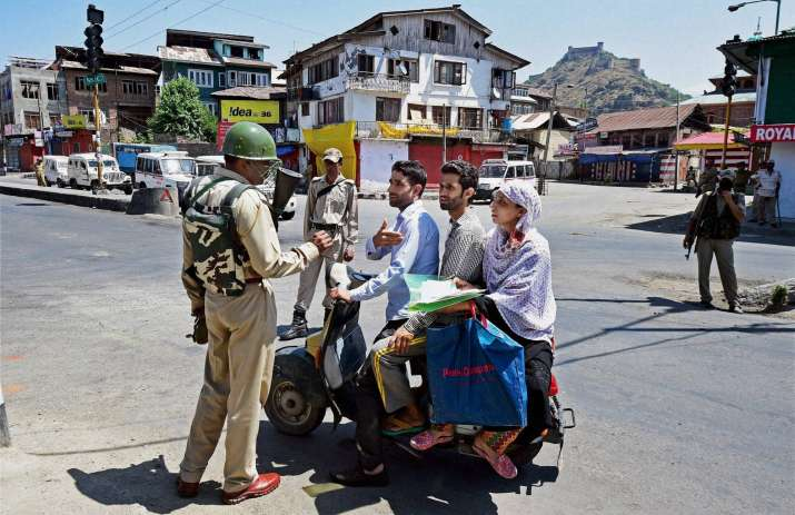 Curfew re-imposed in Kashmir to stop protest march by