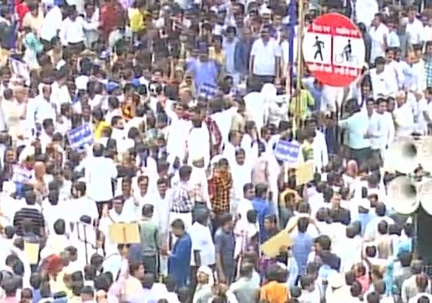 Massive protest in Lucknow, BSP demands arrest of