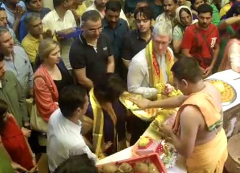Tim Cook at Siddhivinayak temple in Mumbai