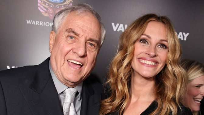 India Tv - Garry Marshall with Julia Roberts