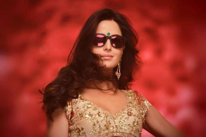 India Tv - Katrina Kaif in 'Kala Chasma'