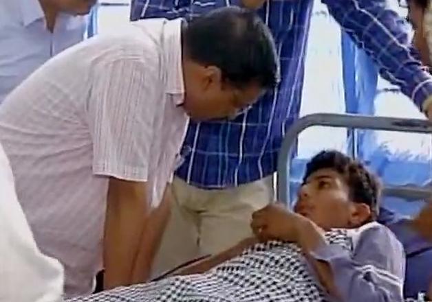 Avind Kejriwal meets Una violence victims