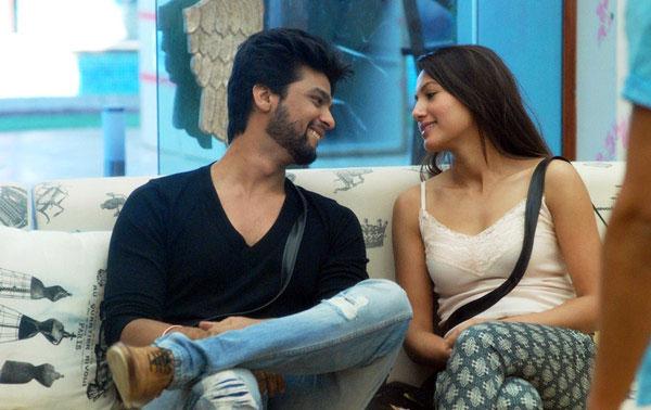 India Tv - Kushal Tandon and Gauahar Khan