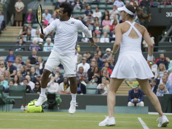 Leander Paes (left) and Martina Hingis