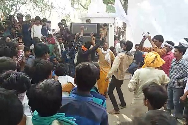 India Tv - Throng celebrating marriage of camel