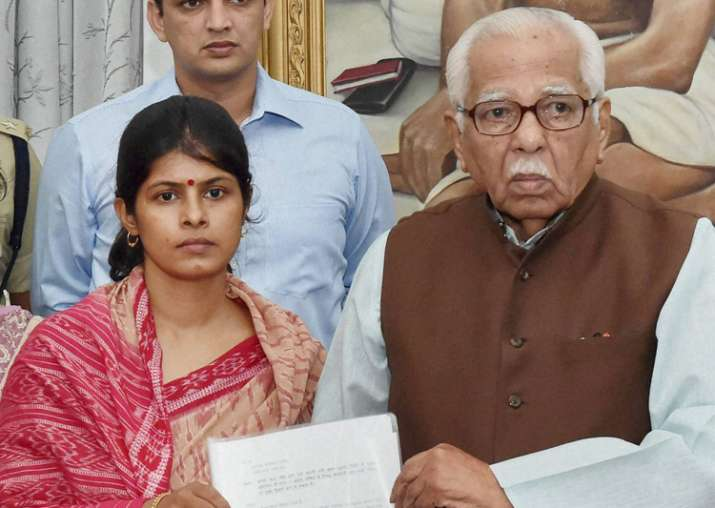 Daya Shankar Singh's wife Swati Singh with Governor Ram Naik
