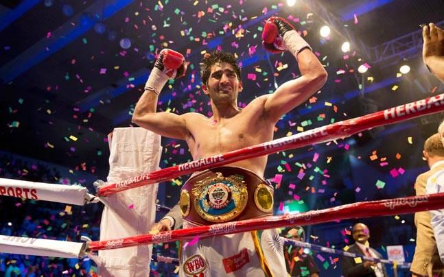 Boxer Amir Khan warns Vijender Singh on Twitter