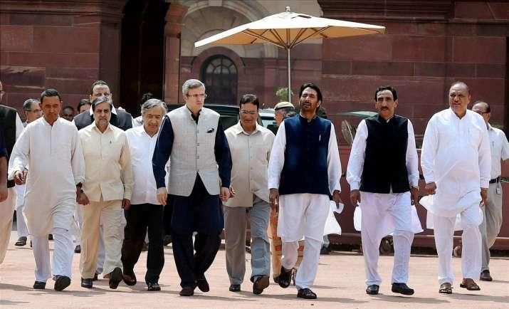 Omar Abdullah led opposition delegation from JK | India TV