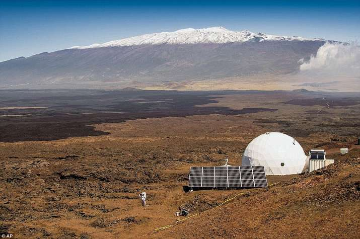 6 scientists end year-long Mars mission