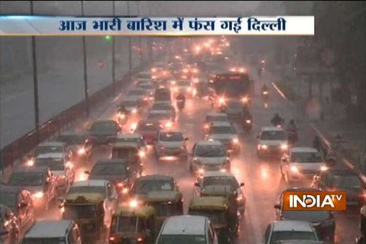 Delhi Rains causing long traffic snarls