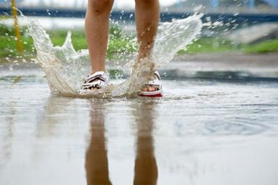 7 tips to protect your feet from infection this monsoon