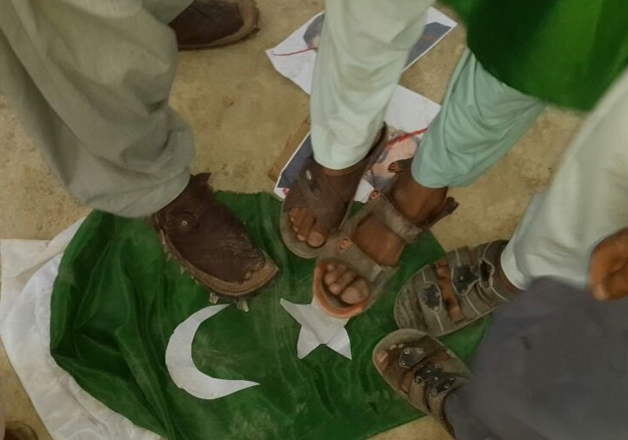 Baloch 'freedom fighters' trampling the Pakistani flag
