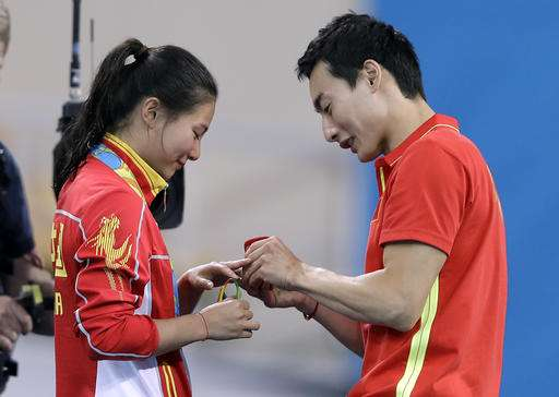 Chinese diver receives marriage proposal from boyfriend at