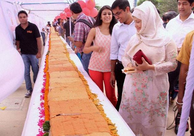 World's longest Vada Pav