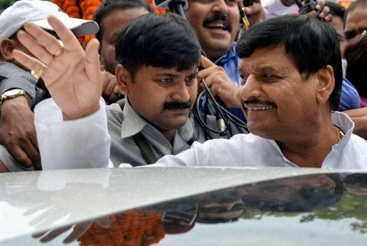 Mulayam rejects Shivpal's resignation