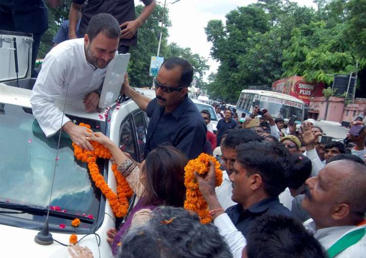 Rahul Gandhi with supporters in UP during Kisan Yatra