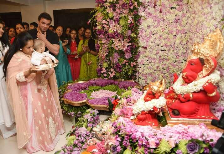 Ganesh Visarjan at Salman Khan's residence