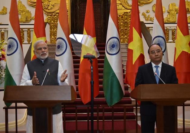 Narendra Modi and Nguyen Xuan Phuc