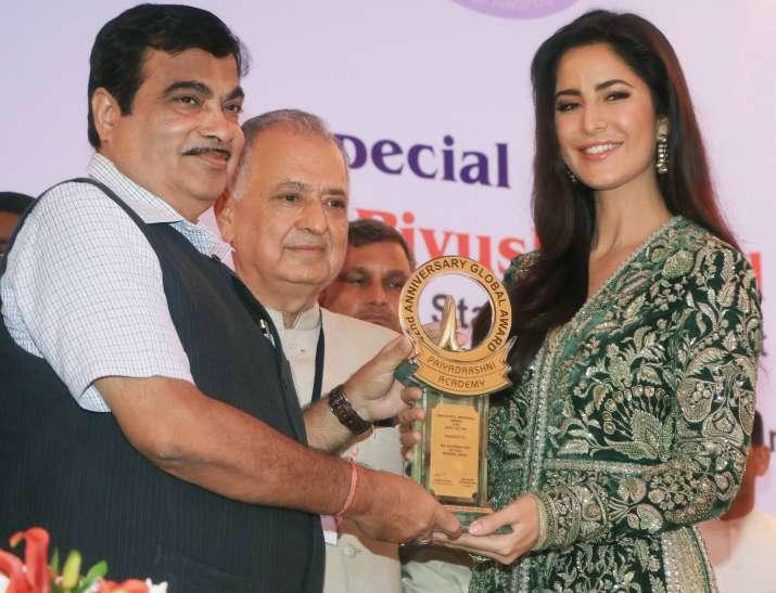 Katrina receives Smita Patil award; dedicates it to