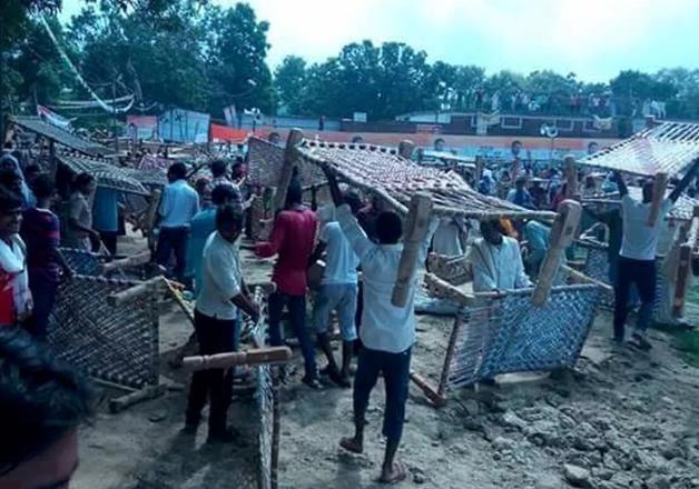Ruckus at Rahul Gandhi's 'Khaat Sabha' in Mirzapur