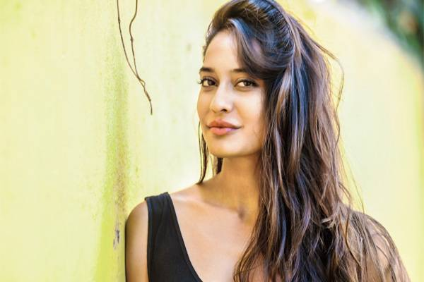 Lisa Haydon walks out of movie at last minute, makers