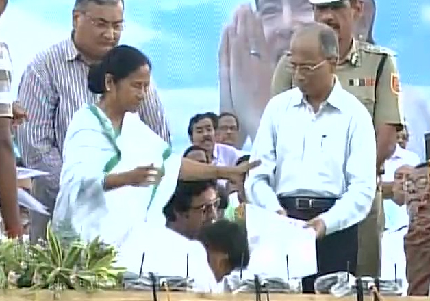 Mamata Banerjee hands over 'land parchas' to 800 Singur