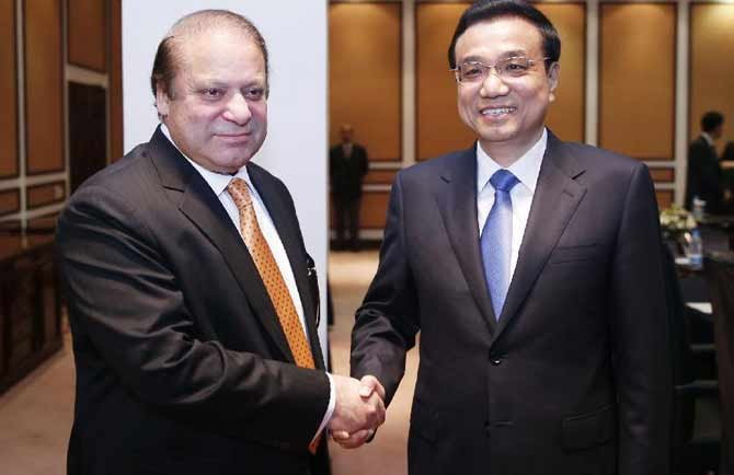 Nawaz Sharif with Premier Li Keqiang of the State Council