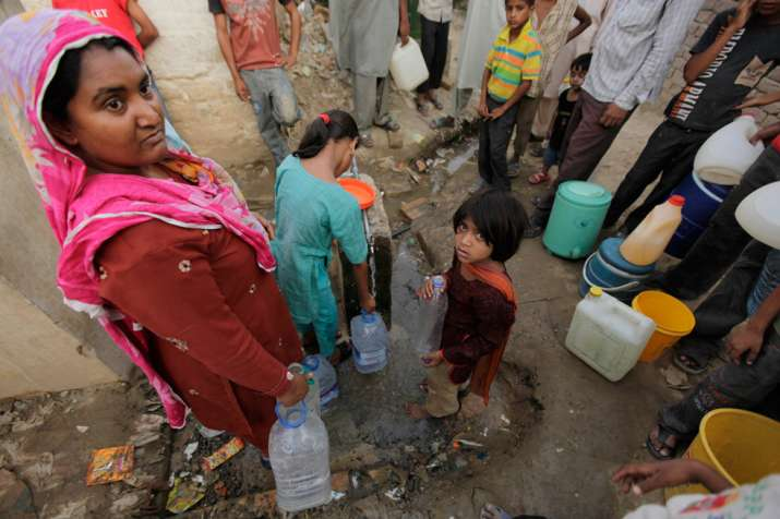 Pakistani residents collecting water