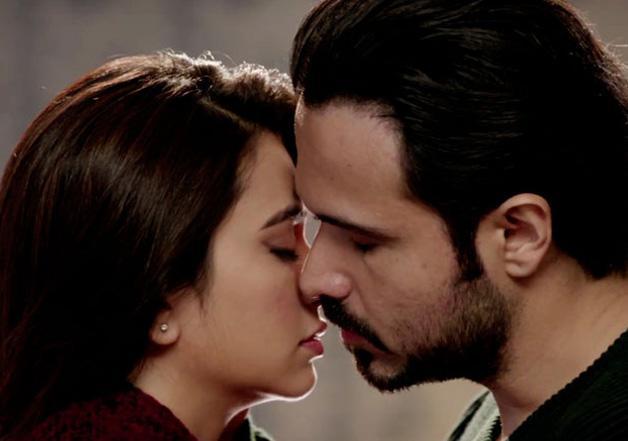 Kriti Kharbanda was hesitant of kissing scenes in Raaz