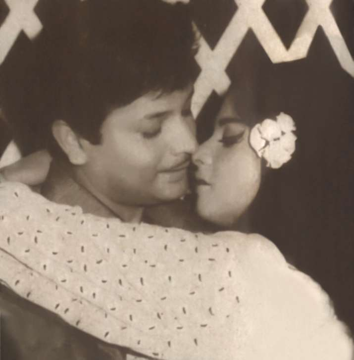 India Tv - Rekha was forcefully kissed by Biswajit in the beginning of her career
