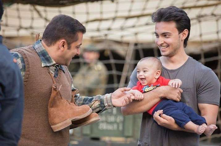 Salman playing with nephew Ahil on 'Tubelight' sets