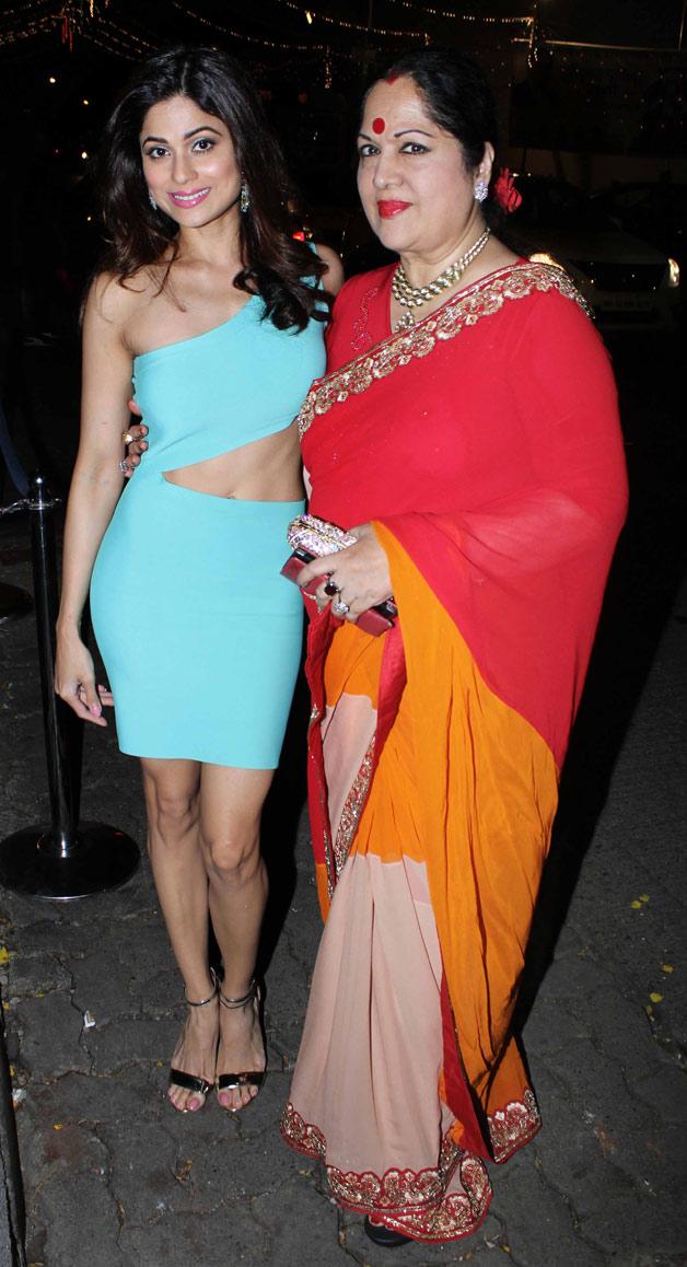 India Tv - Shamita Shetty with her mother at Raj Kundra's birthday bash
