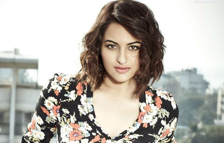 Sonakshi Sinha speaks about the disadvantage of being in