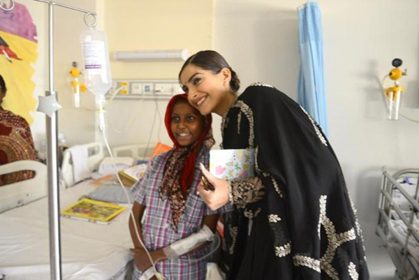 India Tv - Sonam Kapoor volunteers to look after 10 children fighting with cancer