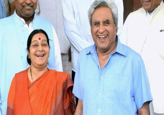 India Tv - Sushma Swaraj and her Husband
