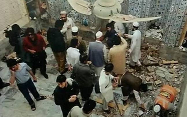 Suicide bombing kills 16 worshippers in Pakistani mosque |
