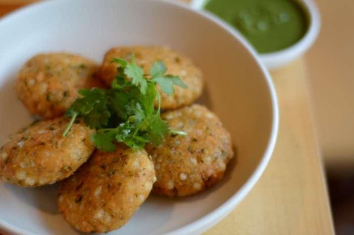 Navratri special: Sabudana aaloo tikki in 7 easy steps