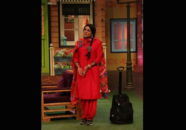 India Tv - Sunil turning up in salwar kameez and two long plaits, a look similar to Gutthi.