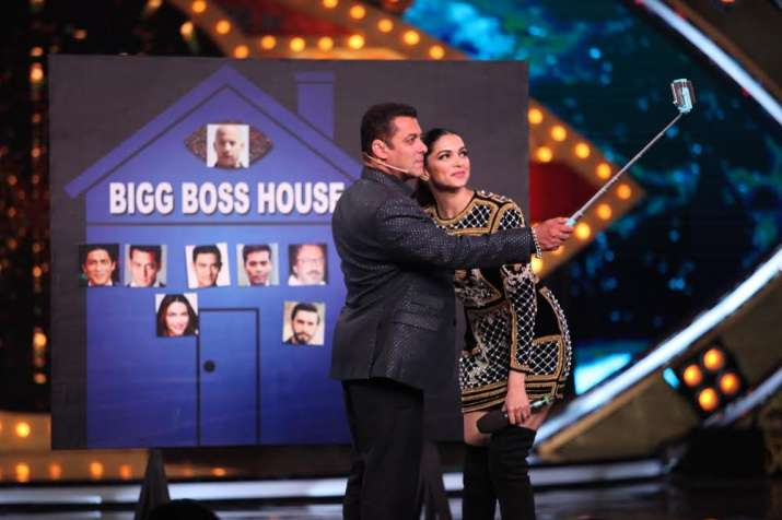 India Tv - Deepika's presence made for a blockbuster start to the show