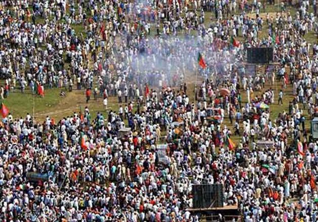 File pic - Crowd at Gandhi Maidan where serial blasts left
