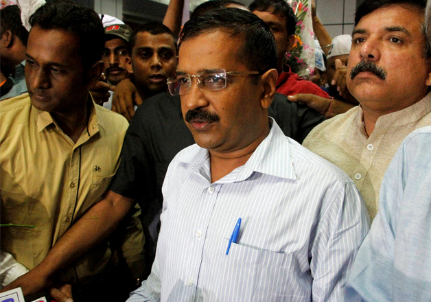 Arvind Kejriwal arrives at Sardar Vallabhbhai Patel Airport