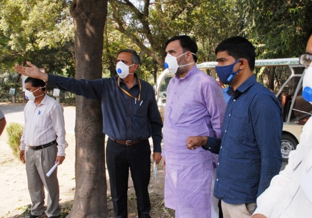 Gopal Rai visits Delhi Zoo to review the situation after