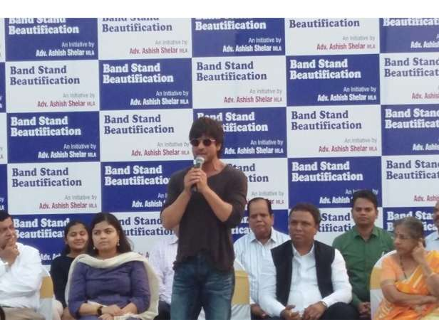 Shah Rukh Khan steps up for beautification of Bandstand