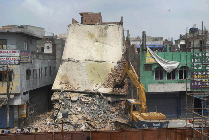 Building collapsed in Delhi's Azad Market
