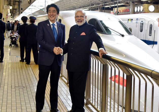 Narendra Modi and Shinzo Abe at Tokyo Station