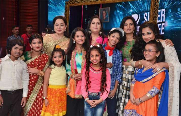 India Tv - The Mathur family posed with contestants of a reality show too.