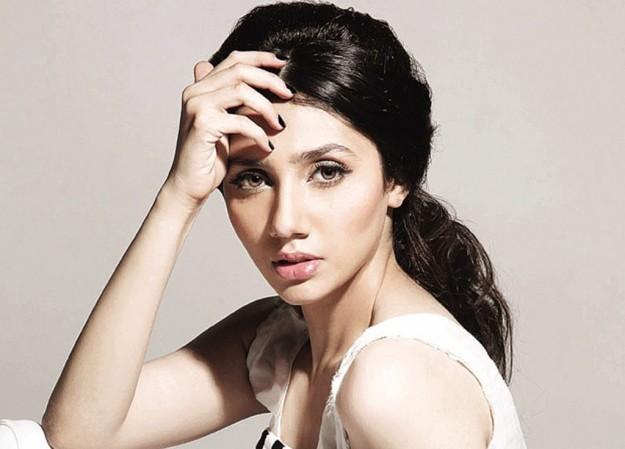 Is Mahira Khan being replaced in SRK starrer 'Raees'