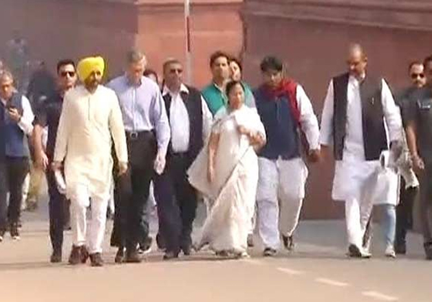 Mamata Banerjee along with Shiv Sena, AAP leaders march to